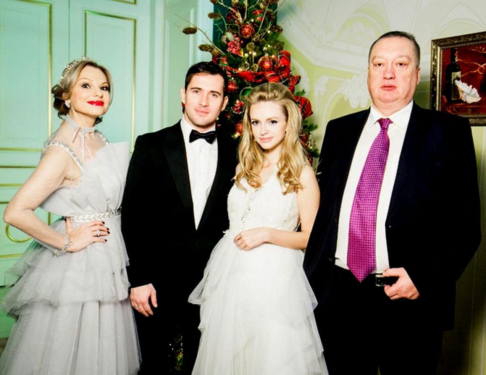Милана Кержакова с семьей и мужем