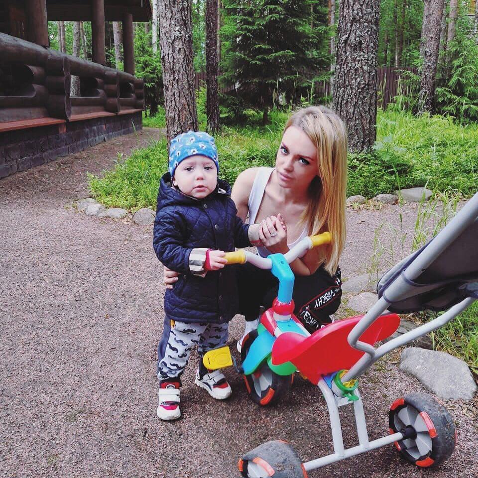 Милана Кержакова с сыном Артемом