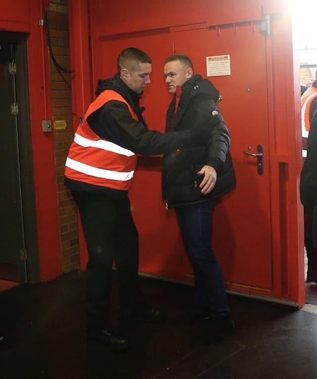 Секьюрити Олд Траффорд не пускало Уэйна Руни на стадион