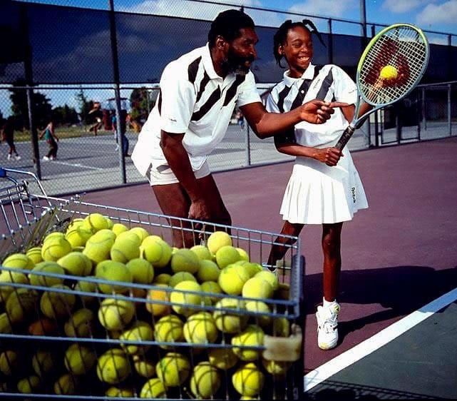 Серена Уильямс с отцом на теннисном корте