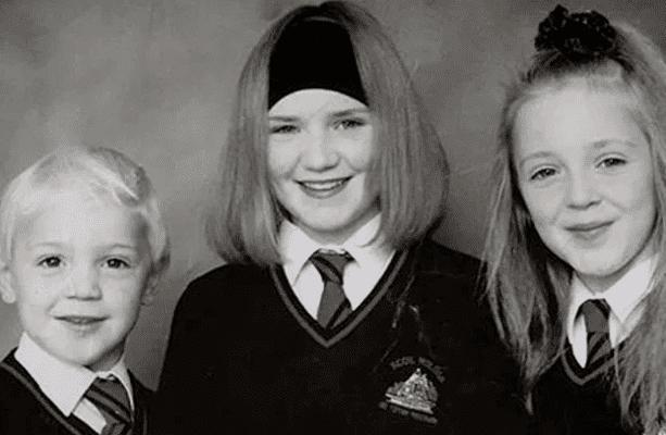 Конор Макгрегор с старшими сестрами в детстве