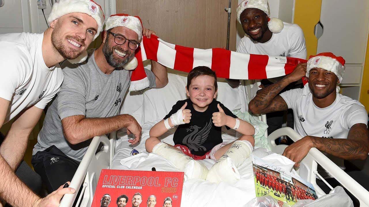 Ливерпуль поздравил детей с Рождеством