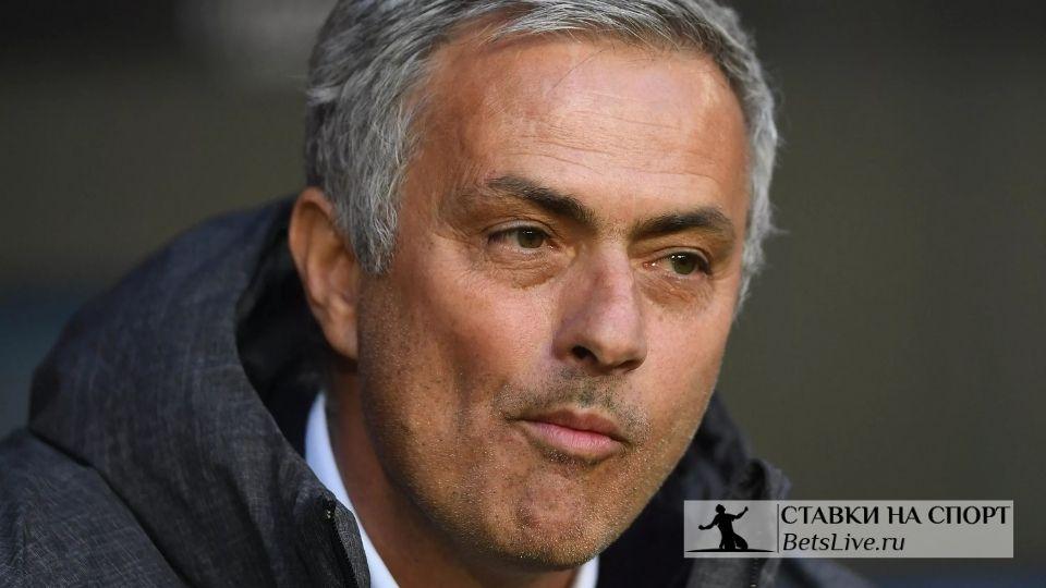 Моуринью стал лучшим тренером XXI века