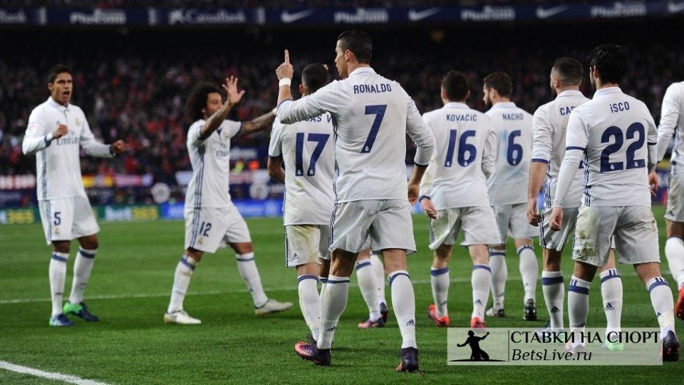 """Меньше 10 игроков могут не переживать за будущее в """"Реале"""""""